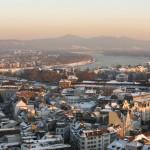 Bonn im Winterkleid: Blick auf den langen Eugen, Posttower und das Siebengebirge