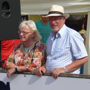 """""""Der Mann mit dem Strohhut"""" mit seiner Ehefrau Elke Bösenberg in Sonthofen"""