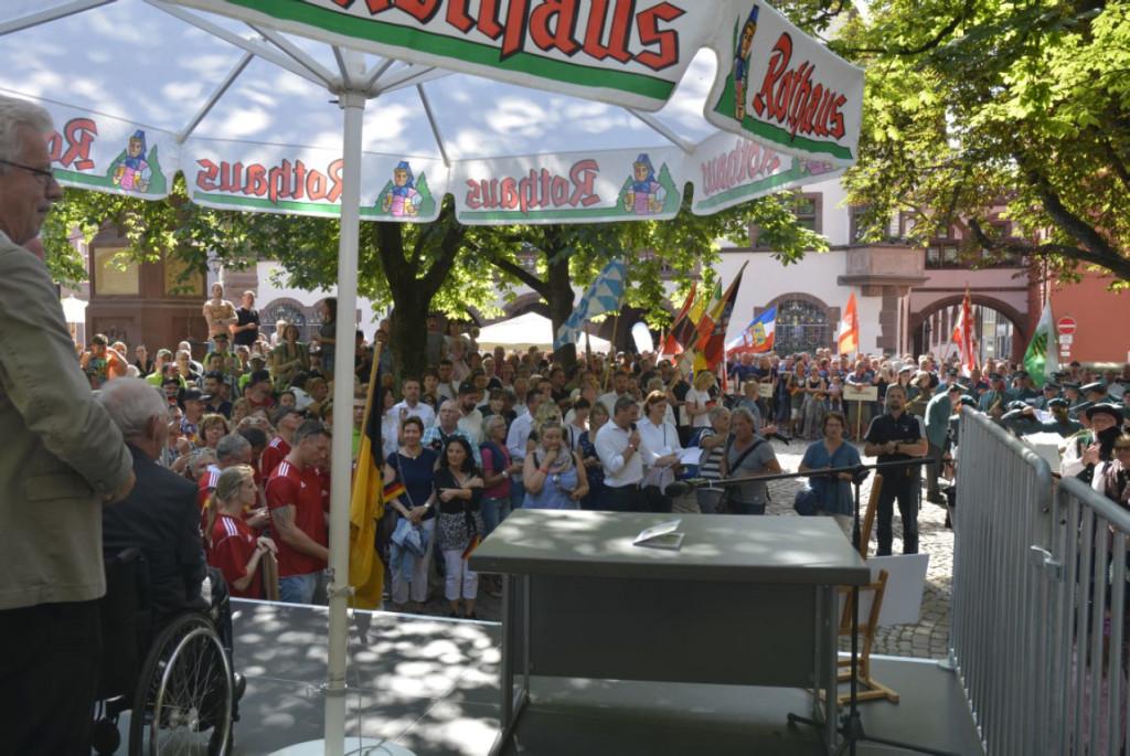 Eröffnungsfeier der 12. Deutschen Zollmeisterschaft auf dem Rathausplatz in Freiburg